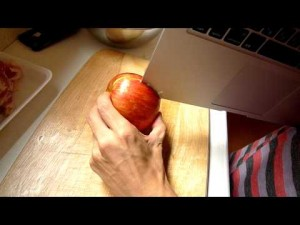 Видео: Apple vs. Apple
