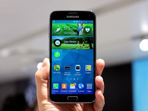 Samsung Galaxy S5. Фронтальная сторона, экран, дактилоскопический датчик.